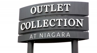 Outlet-Collection-at-Niagara-Grand-Opening